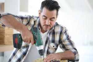 alquilar un taladro para construir muebles