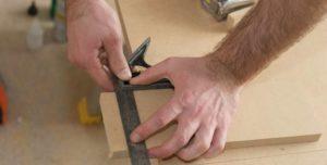 Como primer paso, mide las dimensiones de la madera de tu palet