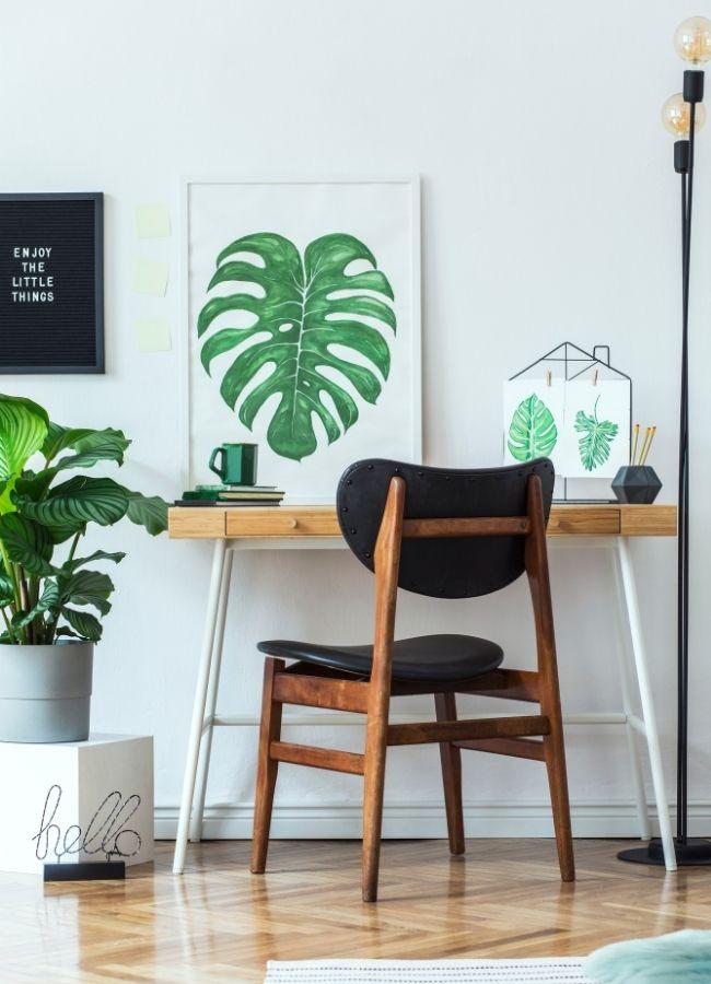 decoración oficina en casa con plantas y cuadros